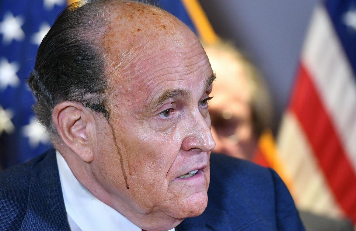 Rudy Giuliani, ex-lawyer to US President Donald Trump, has suspended the practice of law - Super Express