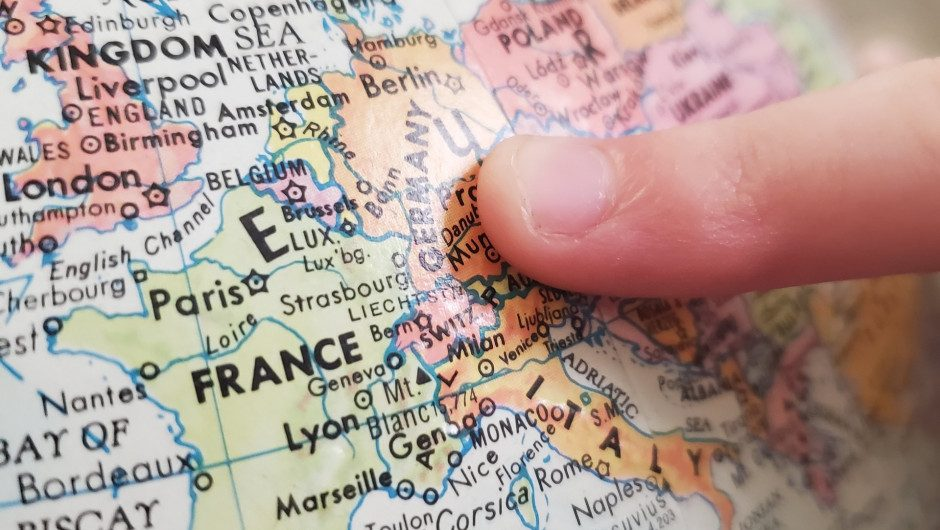 Europe lifts more restrictions: in France and Italy, end curfews