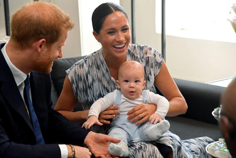 Media: Książę Karol nie pozwoli na to, by Archie został księciem