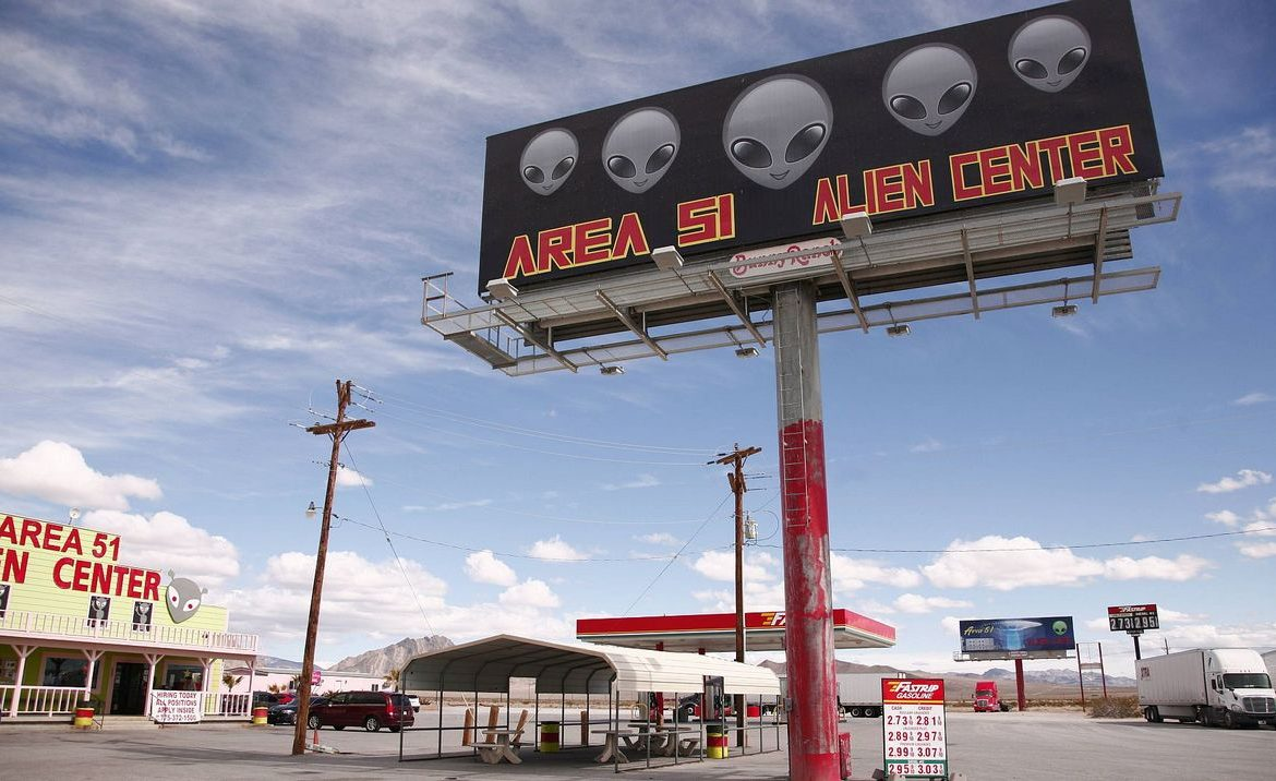US UFO Report: 143 Unexplained Incidents - Society