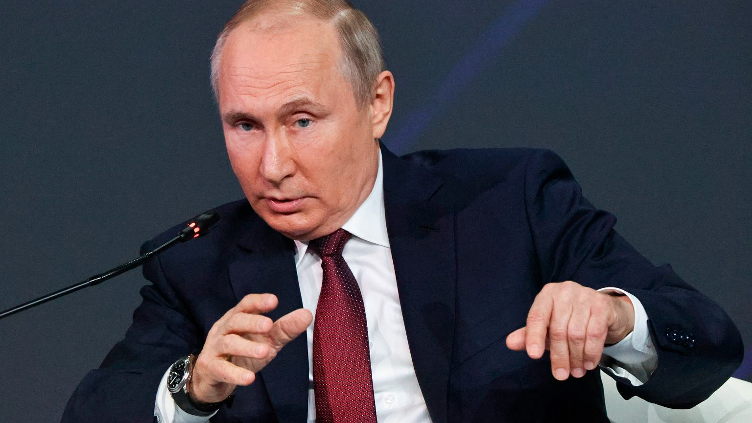 Nord Stream 2. Putin: The first thread is ready.  The gas pipeline will be completed by the end of the year.  Pictured, Russian President Vladimir Putin at the International Economic Forum in Saint Petersburg (June 4, 2021)