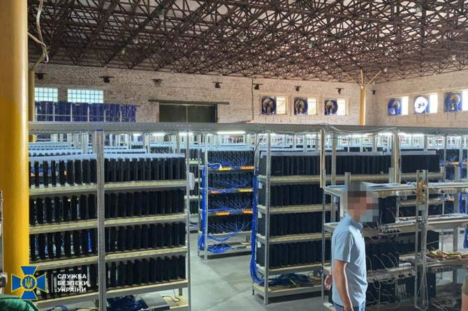 The Ukrainian Security Service discovered a cryptocurrency mine consisting of, among other things, 3,800 PlayStation 4 hardware [1]