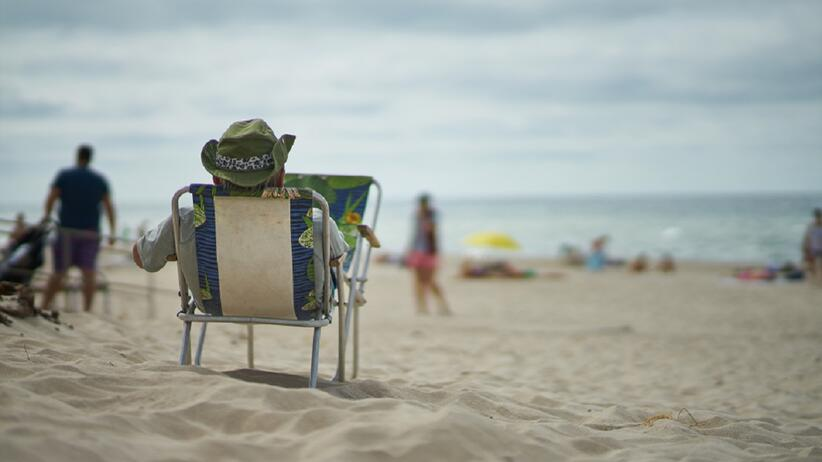 Wielka Brytania. Awantura na plaży. Mężczyźni zaczęli rzucać w siebie leżakami