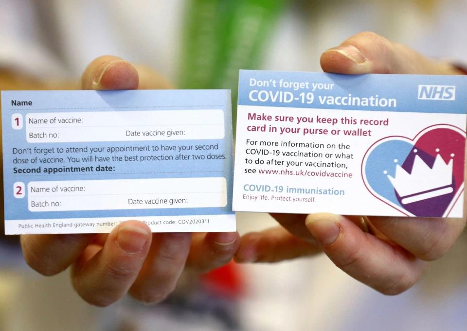 Everyone vaccinated in the UK will receive a vaccination card بطاقة