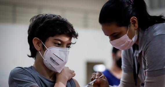 Ponad ćwierć miliona osób we Włoszech zapisało się w ciągu kilku godzin na szczepienia przeciwko Covid-19. Ta mobilizacja to, jak się podkreśla, efekt działań rządu, który rozszerzył stosowanie przepustki Covid jako obowiązkowej przy wstępie do wielu miejsc.