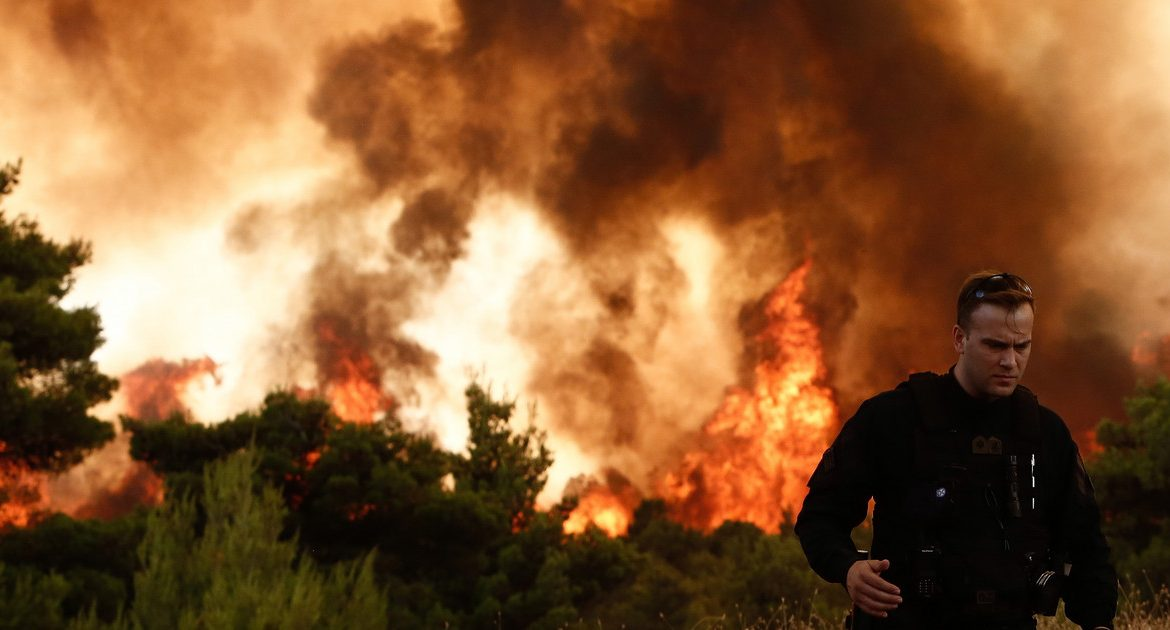 Greece.  strong fires.  Thousands of residents and tourists have been evacuated