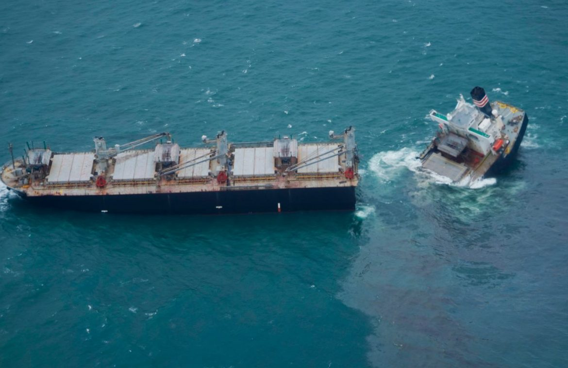 Japan.  The ship split into two parts.  Oil spill into the sea |  world News