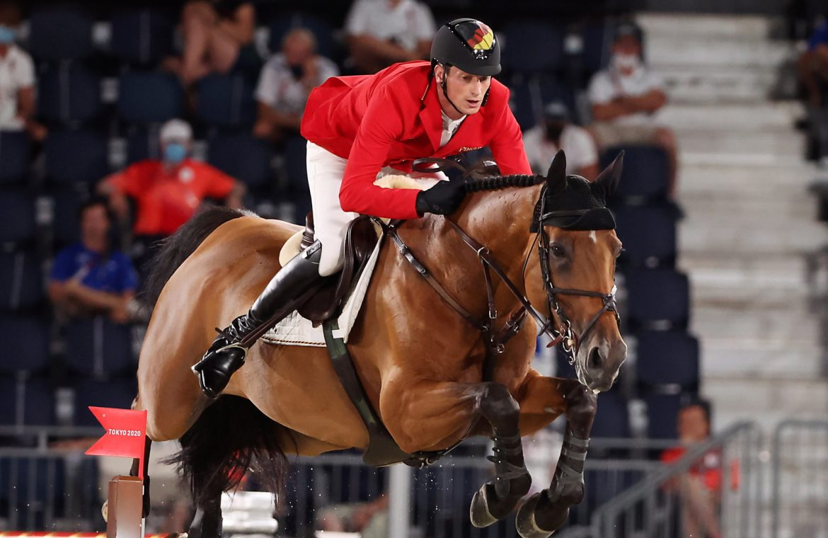 Tokyo 2020. Ten countries compete for medals in showjumping competition