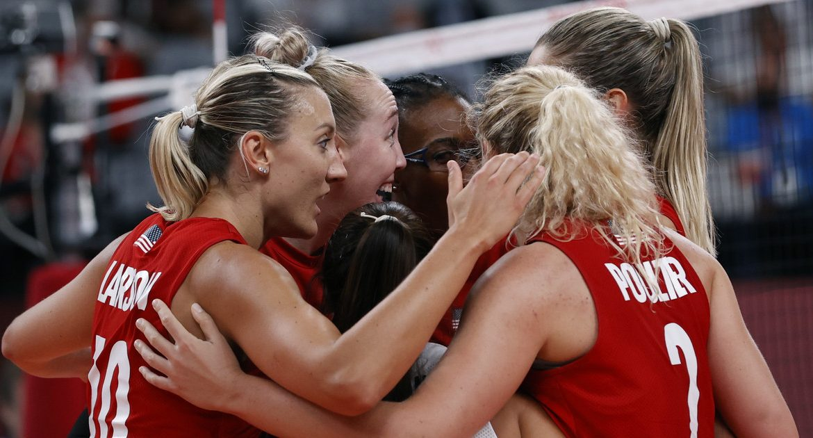 Tokyo 2020. Women's volleyball final.  The United States has destroyed Brazil.  first gold