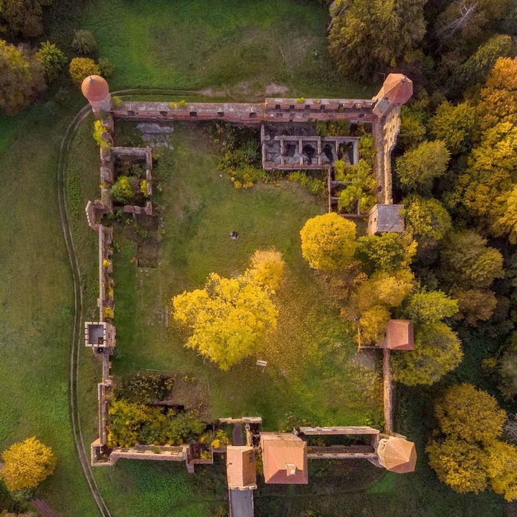 A virtual tour of the castle in Szymbark is now available to everyone