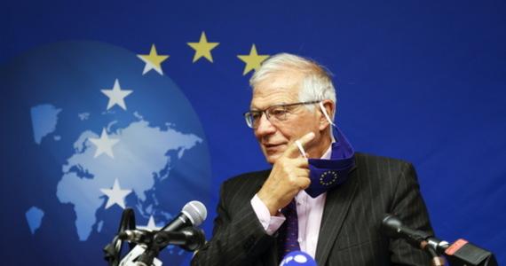 Przebywający w Nowym Jorku w związku z rozpoczynającym się Zgromadzeniem Ogólnym ONZ minister spraw zagranicznych Francji Jean-Yves Le Drian ocenił, że USA, nie konsultując planów stworzenia paktu AUKUS z sojusznikami w UE, podważyły zaufanie między partnerami. Jednocześnie szef unijnej dyplomacji UE Josep Borrell, poinformował, że ministrowie spraw zagranicznych krajów Unii Europejskiej, którzy także spotkali się w Nowym Jorku, wyrazili poparcie dla Francji w jej sporze z USA.