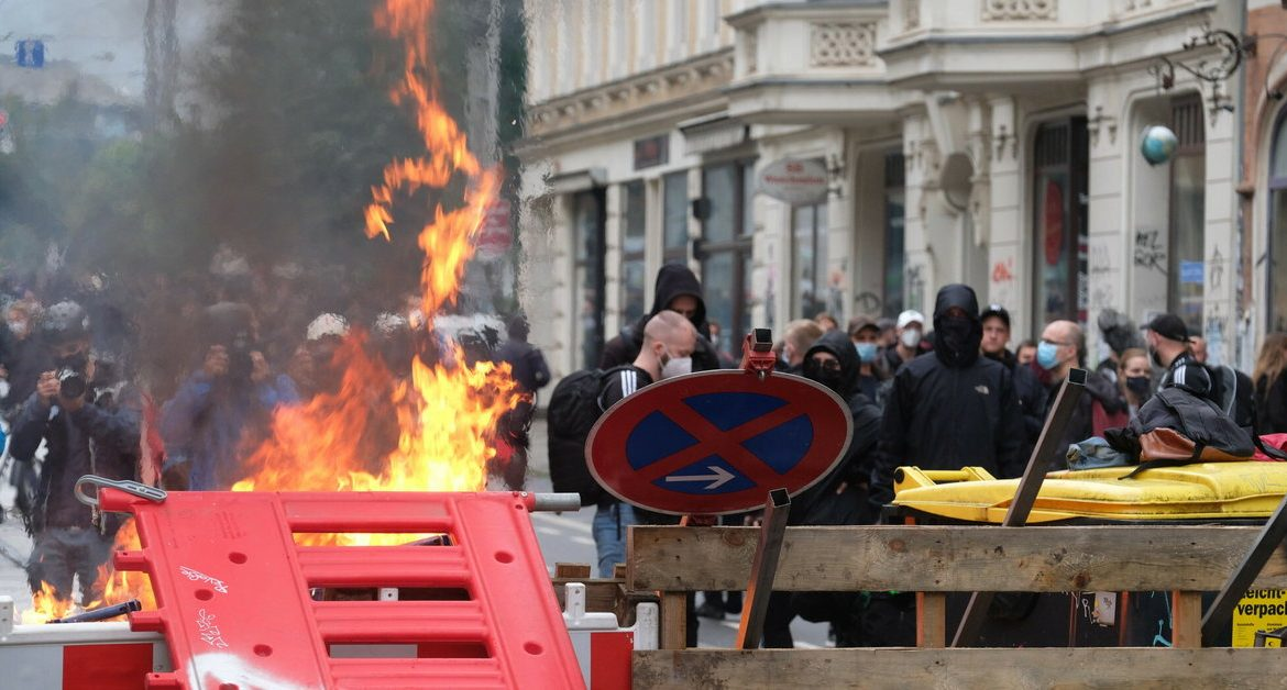 Germany.  The barricades in Leipzig are on fire.  Demonstration in defense of a left-wing activist