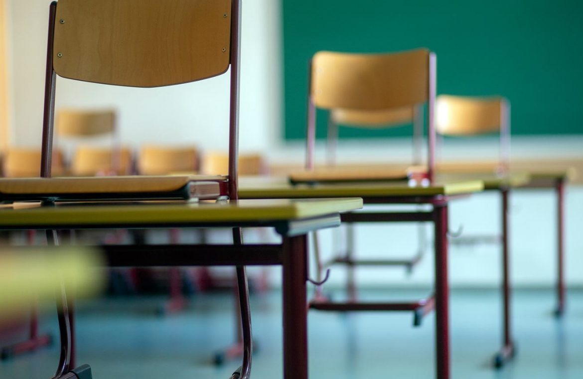 Germany.  Thousands of teachers from abroad without jobs.  'Prohibition of teaching in schools'