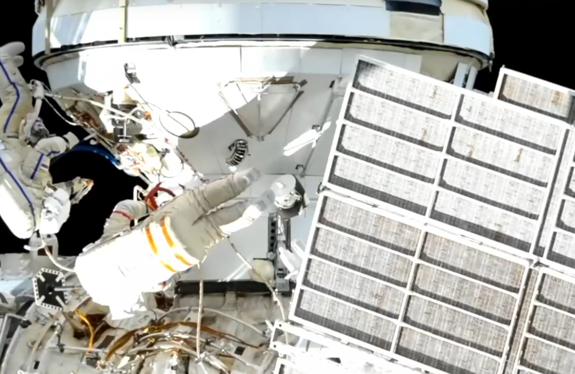 Russian cosmonauts connect the Science module to the ISS power system    urania