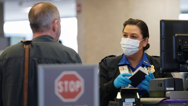 The US vaccination requirement for airline passengers worries Canadians who have mixed vaccines
