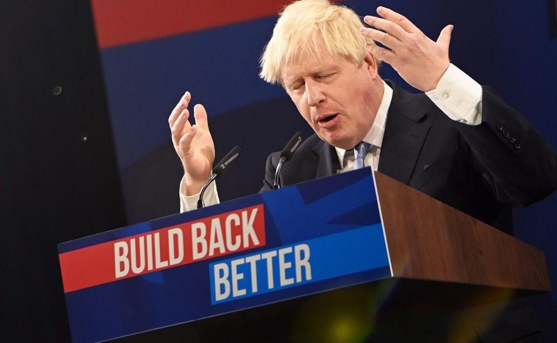 Boris Johnson obiecuje wydajną gospodarkę o wysokich płacach (fot. PAP/EPA/Neil Hall)