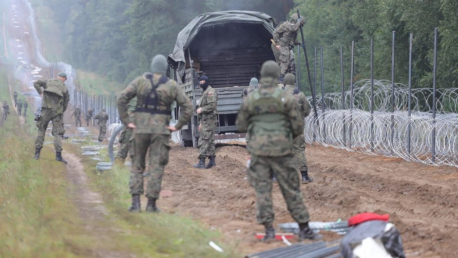 """A former official of the Belarusian Ministry of the Interior in """"Vakt"""": Lukashenka directs migrants to the border with Ukraine 