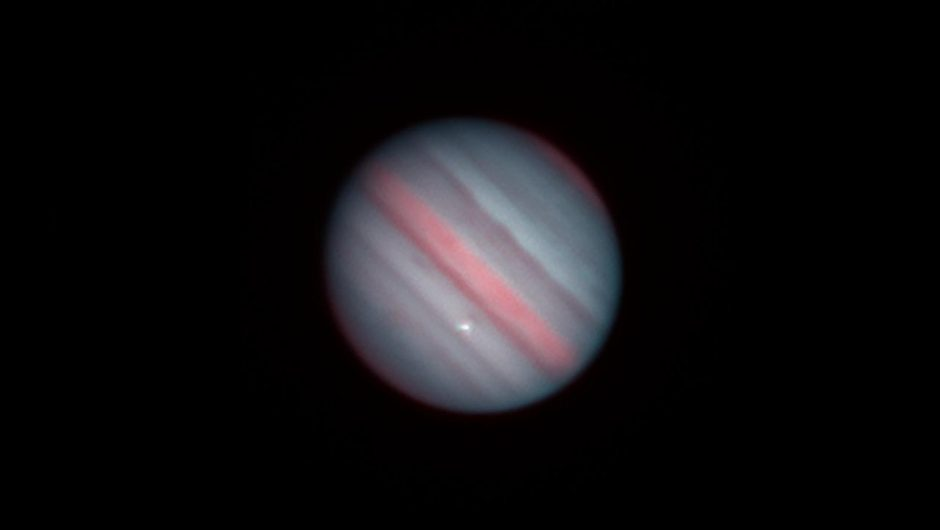 Cosmos.  Jupiter collided with a space object.  Bright flash in infrared image