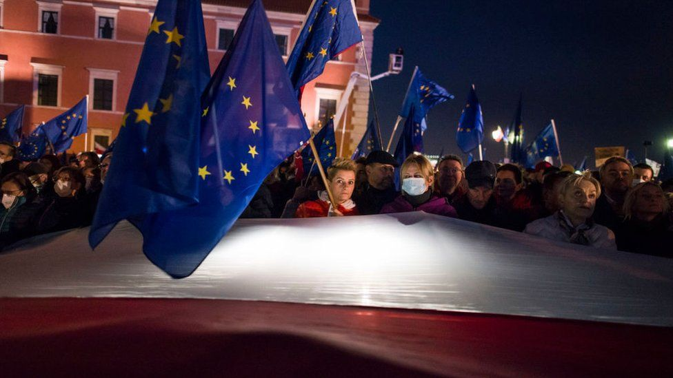 Mass protests in Poland amid fears of leaving the European Union