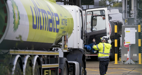 UK: Government will ease restrictions on foreign truck drivers' work